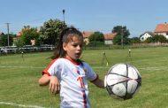 Između fudbala i mikrofona